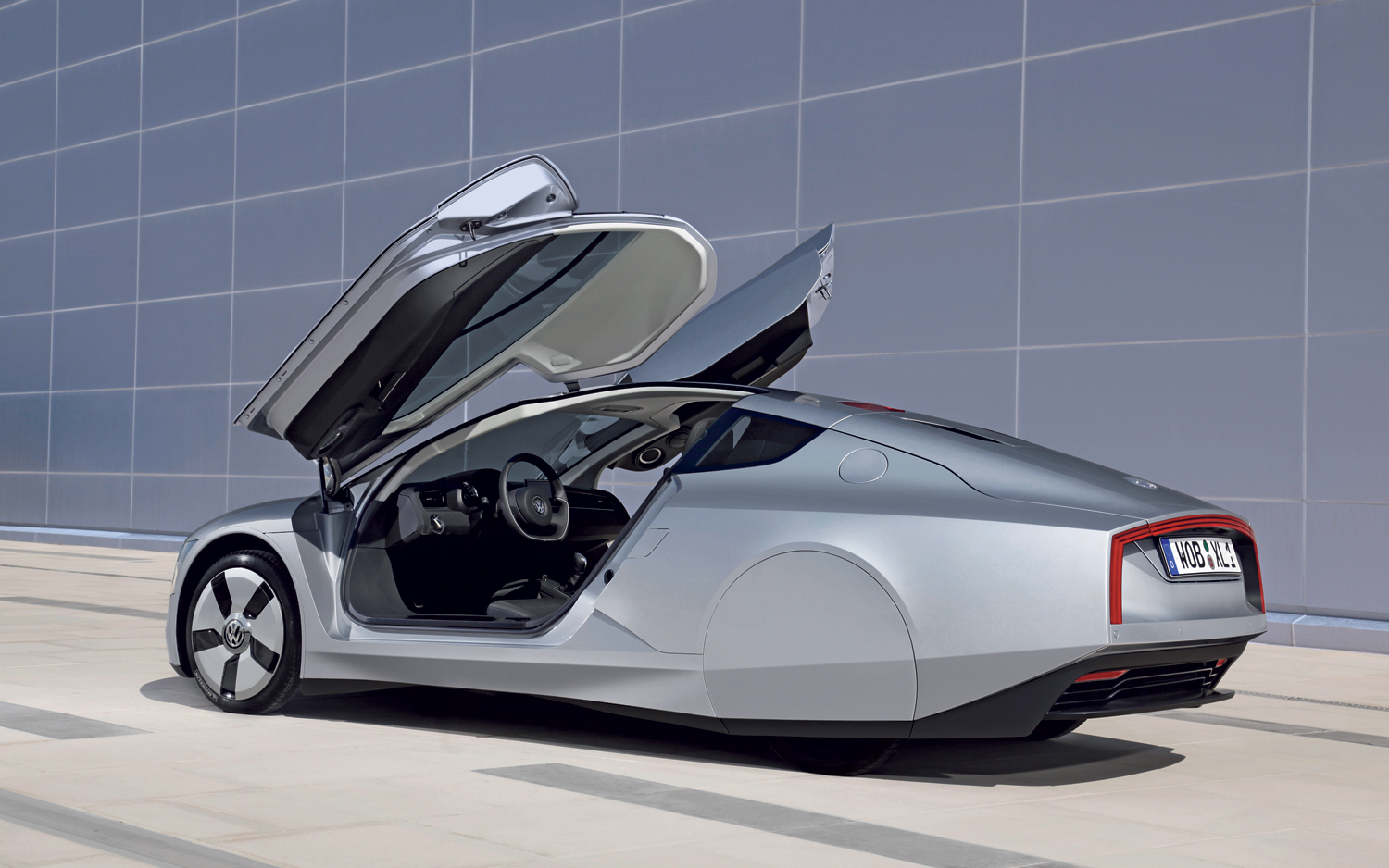 Volkswagen-XL1-rear-three-quarter